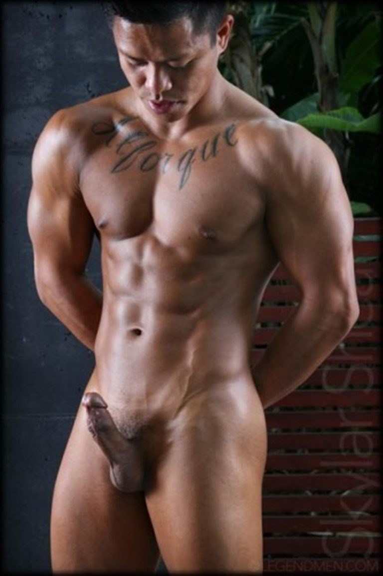LegendMen sexy big black muscle nude bodybuilder Skylar Shea huge ebony dick ripped six pack abs tattoo smooth chest arms 002 gay porn sex gallery pics video photo 768x1153 - Gorgeous big muscle boy Skylar Shea packs out his assless jockstrap